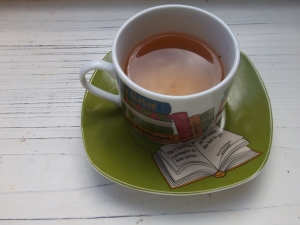 ¿Os gusta la taza? Es un regalo que me hizo una compañera de trabajo en mi época de librera :-)